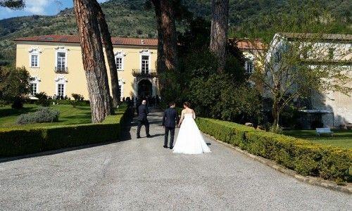 Location matrimoni in Campania. L'arrivo degli sposi alla Certosa di San Giacomo | Certosasangiacomo