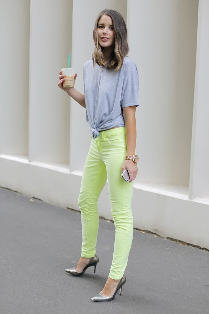 Neon jeans + tshirt: Jeans Grey, Colors Pants, Neon Pants, Skinny Jeans, Colors Jeans, Neon Jeans, Outfit, Knot, Neon Yellow