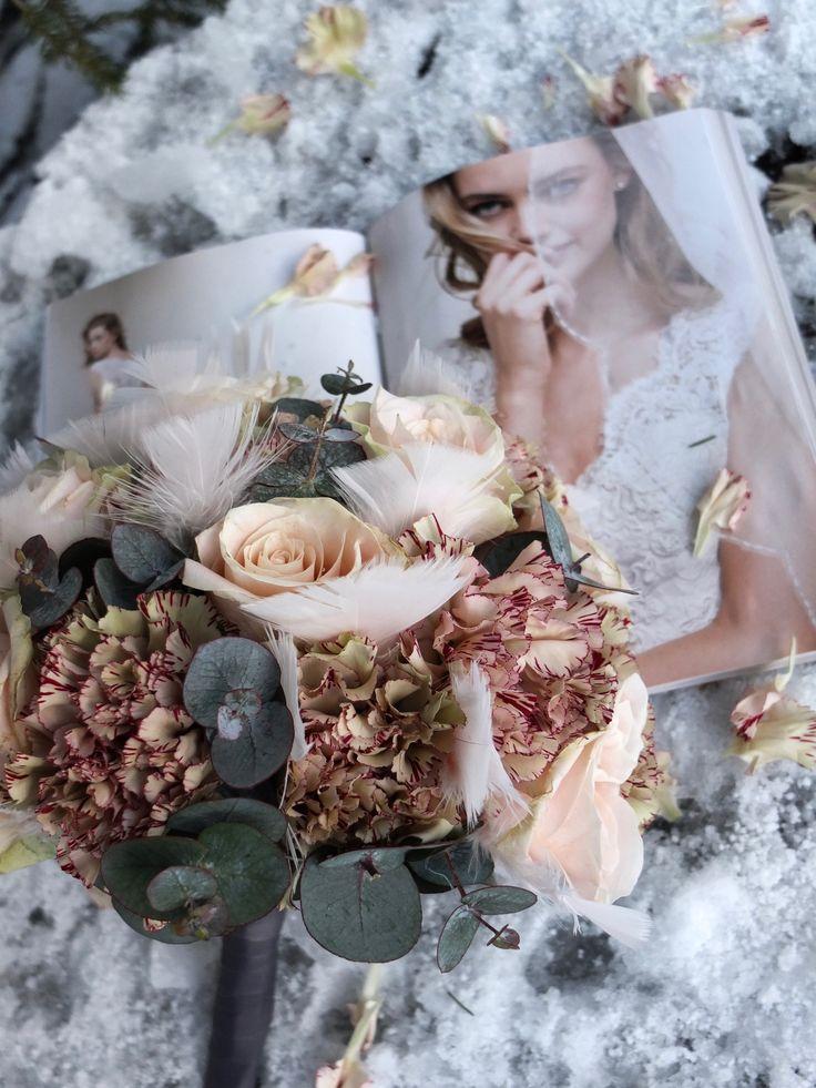 Love is all around us 🌿 http://www.fleurs.no/jeg-lar-brudebuk…n-sette-foringen