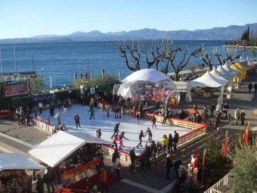 Piste di pattinaggio sul ghiaccio per le festività natalizie @gardaconcierge