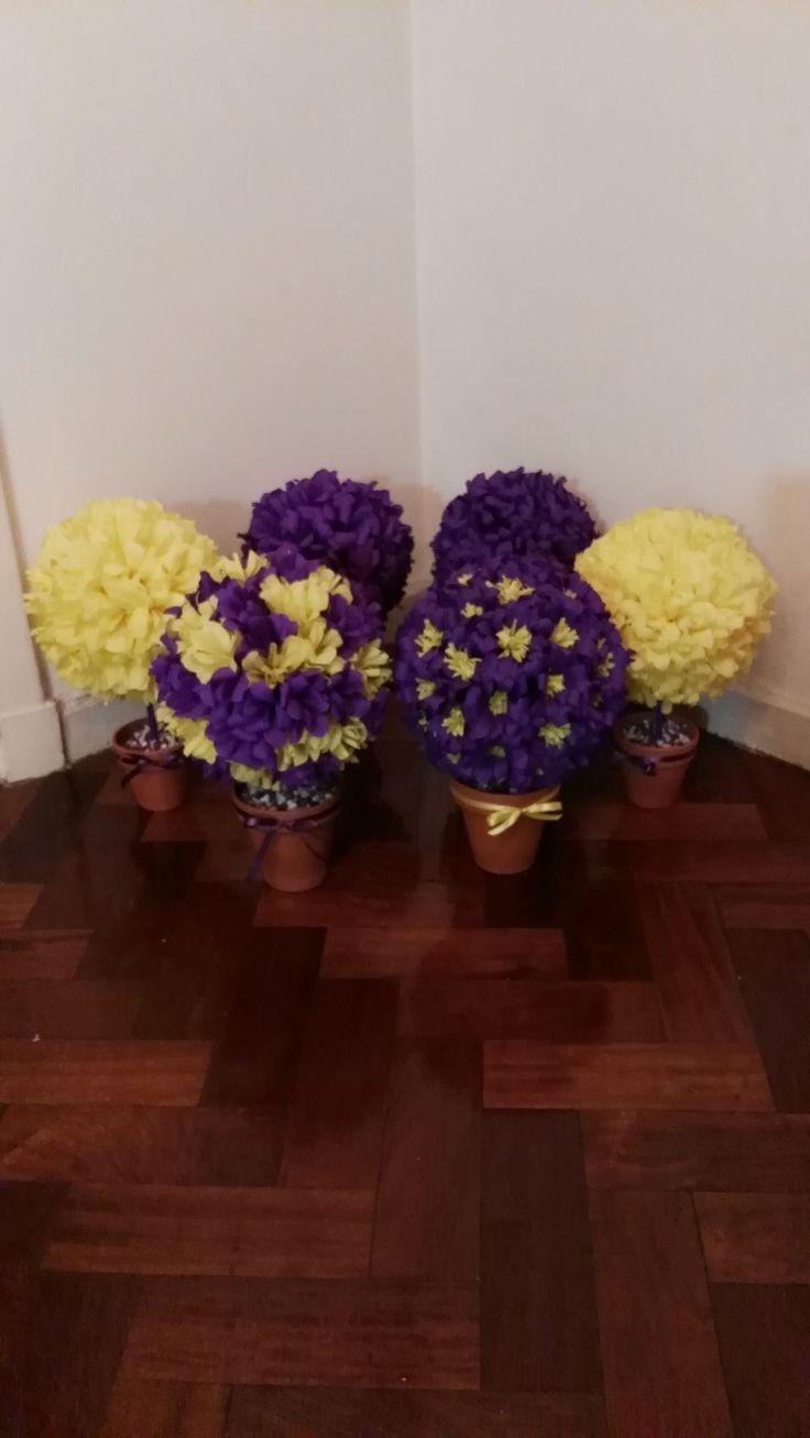 Topiarios con flores de papel crepé