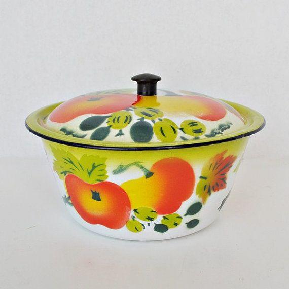 Fruit Design Enamel Ware Covered Bowl - Apples - Graniteware