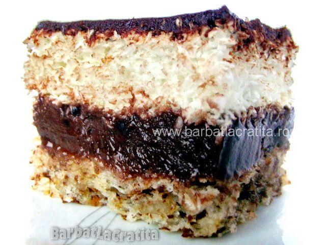 Prajitura cu un blat din nuca de cocos, alt blat din nuca autohtona si o crema de ciocolata intre ele.