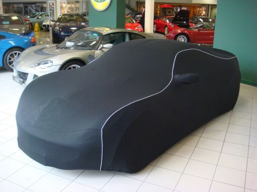 One of our Lotus Elise 1 fitted car covers in action at dealership