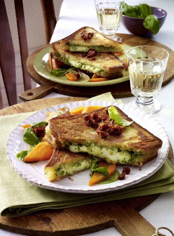 Unser beliebtes Rezept für Mozzarella-Pesto-Sandwich und mehr als 55.000 weitere kostenlose Rezepte auf LECKER.de.