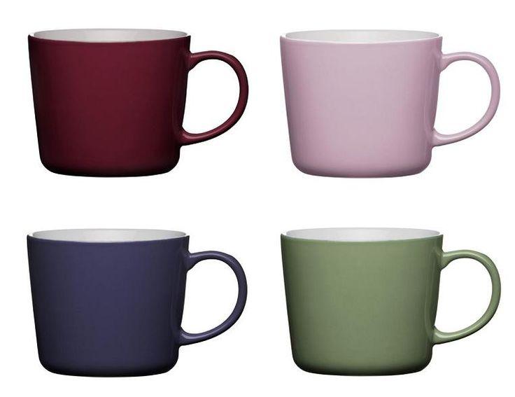 Stockholm to seria naprawdę ładnych i wygodnych kubków. Co sezon odświeżamy kolory kubków według najmodniejszych barw. Tym razem uwiodły nas trendy na jesień 2013, czyli kolory: bordowy, delikatny róż/lila, ciemny fiolet wpadający w granat oraz seledynowy.  Kubki dostępne w dwóch rozmiarach, dla fanów kawy i herbaty.  http://dukapolska.com/catalogsearch/result/?q=stockholm