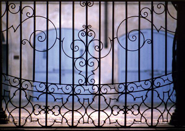 particolare di cancello in ferro battuto ph. A. Montaldi