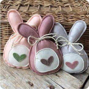 Decorazioni pasquali simpatici e graziosi lavoretti a forma di uova o coniglietti realizzati con pannolenci e tessuti. Le creazioni di Emilia di Sweet_country_emi le abbiamo trovate particolarmente belle. #NoLimitsToCreativity #pannolenci #pasqua #toninaturali