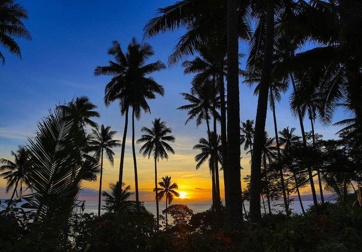 Iles Fidji : les 10 spots à ne pas manquerLes îles Fidji, c'est plus de cinq cents îles, en plein océan Pacifique. Paradis sur Terre, cet archipel offre des paysages à couper le souffle et un mélange des cultures indienne et  mélanésienne. Embarquez, on vous fait découvrir les plus beaux spots des îles Fidji !