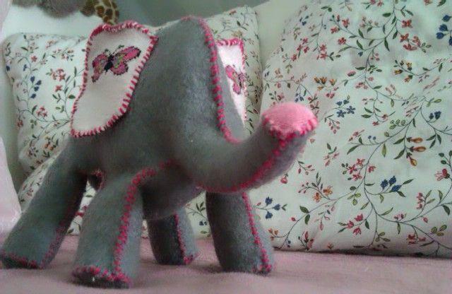 elephant diy from here:http://createstudio.blogspot.hu/2013/01/how-to-make-elephant-doorstop-thats-too.html