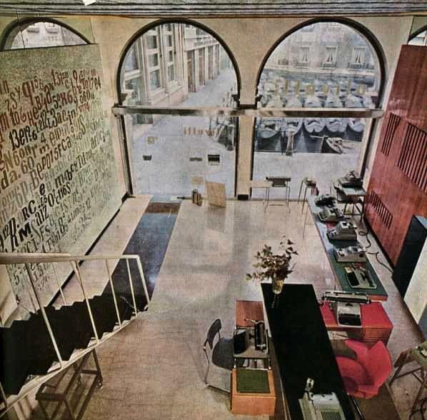 Olivetti, storia di un'impresa - Interno del ''vecchio'' negozio Olivetti a Venezia