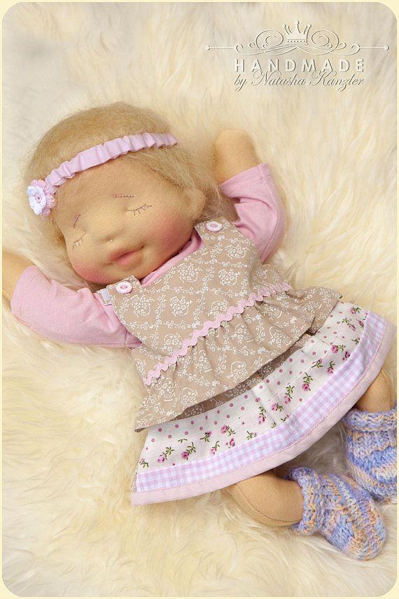 Verkauft. Schlafendes Baby. Naturfaser-Puppe. Gewichtet.