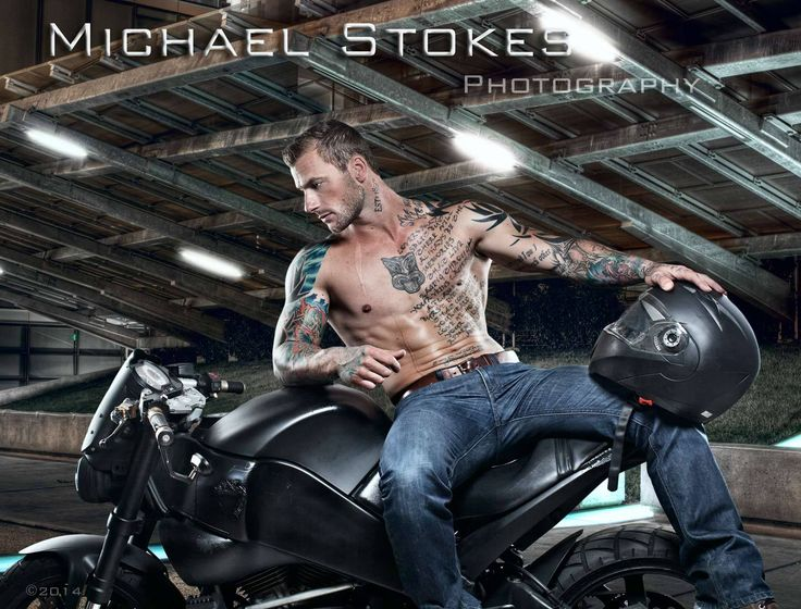 Gay Biker mit Tattoos