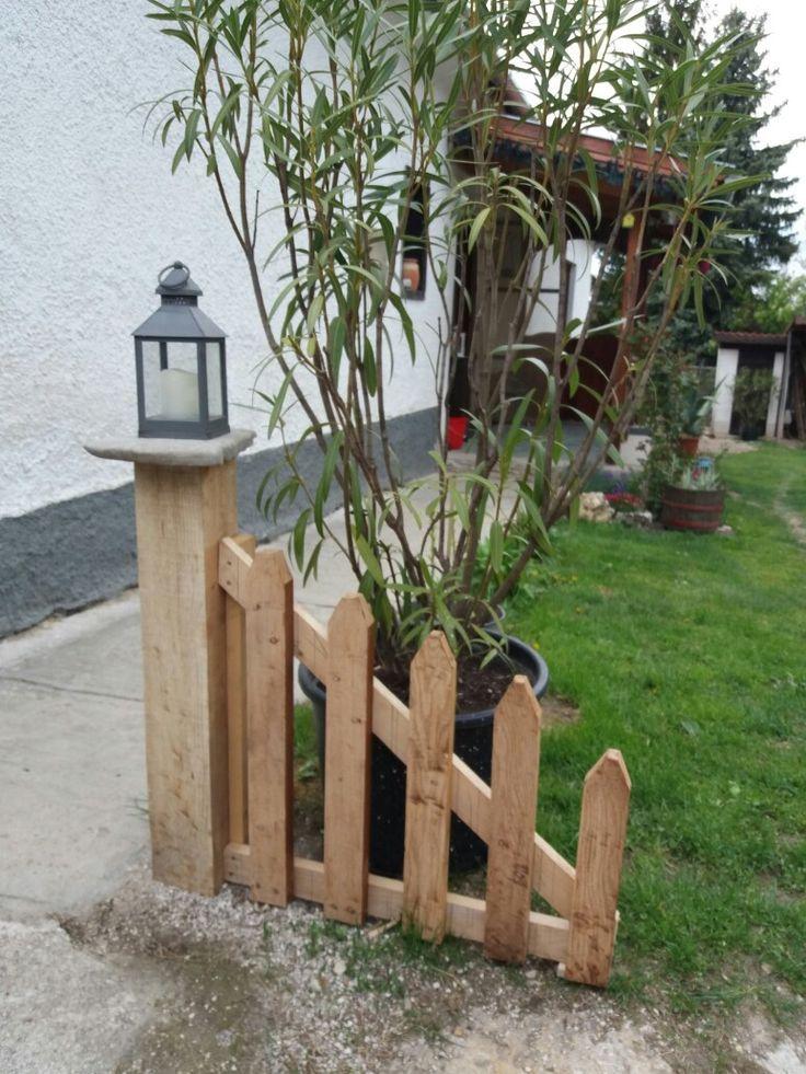 Ecke an der Einfahrt auf beiden Seiten mit Oleande…