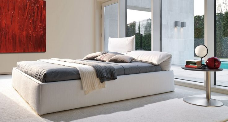 FREEMOOD - Exclusive bed with headboard moving. The exclusivity of the movement of the heads has revolutionized the way we think the bed: read, have breakfast and watch TV. The mattress is partly collected from the bed frame.