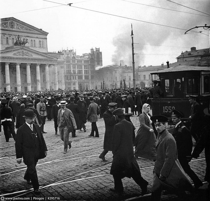 2 мая 1914 года. Горит Малый театр, а зеваки наблюдают.