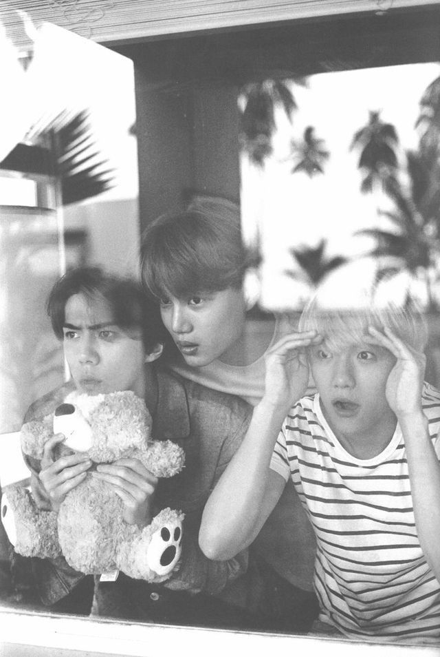 What are you three doing ? ㅋㅋㅋㅋ :V
