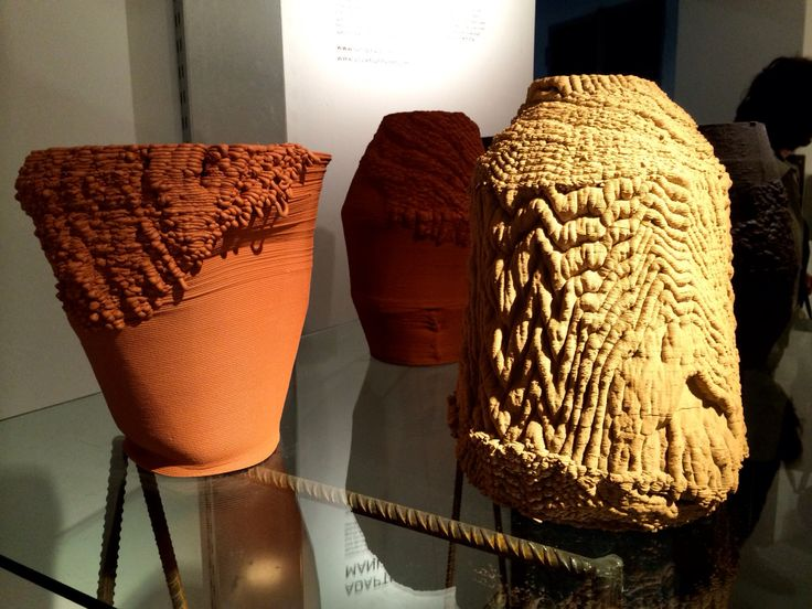 Adaptive Manufacturing - vessels created by Sander Wassink and Olivier van Herpt - at Spazio Rossana Orlandi