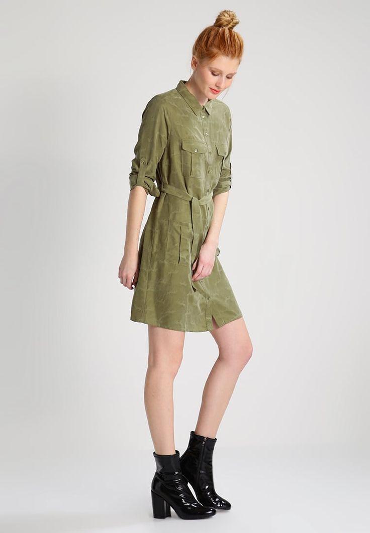 ¡Consigue este tipo de vestido camisero de Mos Mosh ahora! Haz clic para ver los detalles. Envíos gratis a toda España. Mos Mosh Vestido camisero army: Mos Mosh Vestido camisero army Ofertas   | Material exterior: 60% cupro, 40% fibra de lyocell | Ofertas ¡Haz tu pedido   y disfruta de gastos de enví-o gratuitos! (vestido camisero, camisero, camisa, shirtwaist, shirt, tshirt, cami dress, shirtdress, hemdkleid, vestido camisero, robe chemisier, vestito camicione, camiseros)