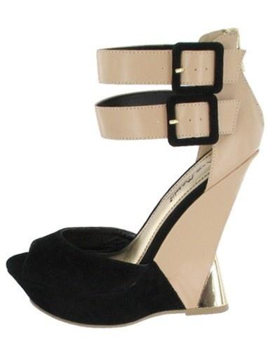 http://www.bagsandheels.com/shop/index.php/nieuw/zwart-nude-hoge-hakken-sandalen.html