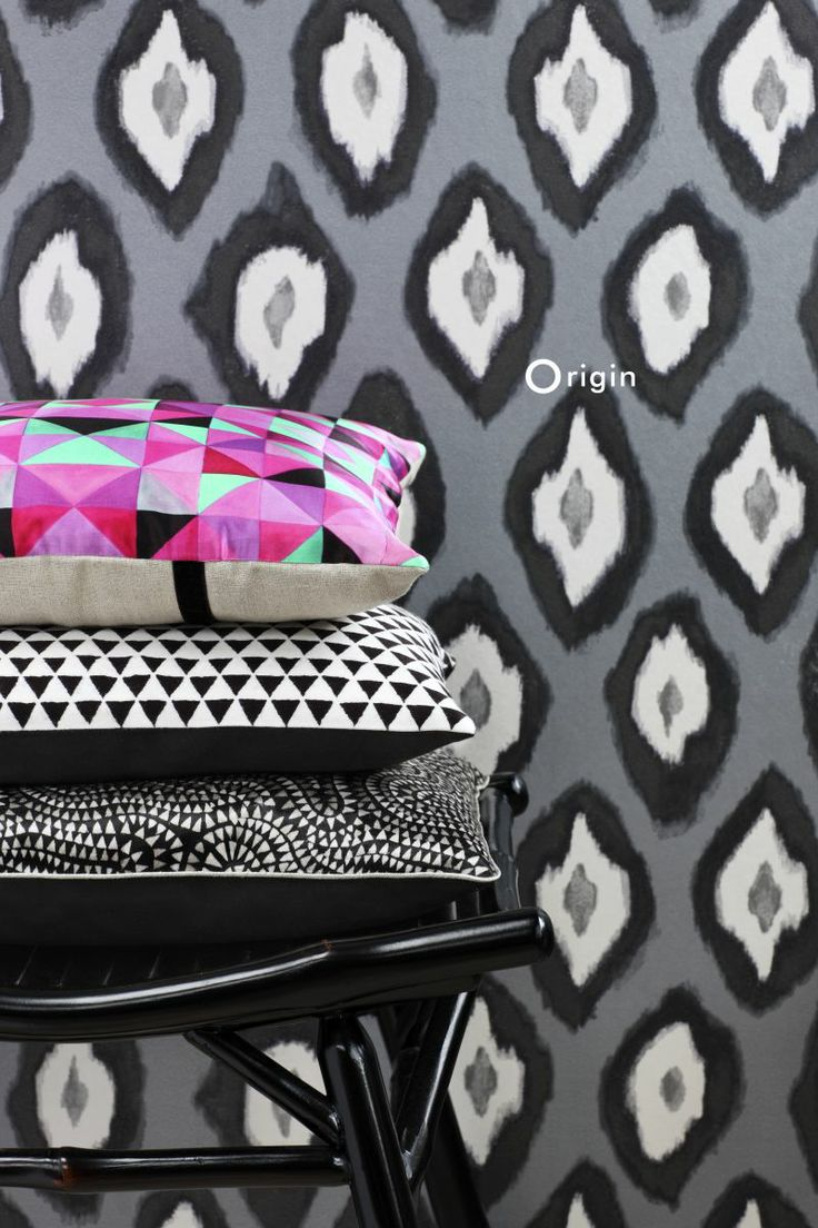 silk pinted non-woven wall covering Ikat black and white. Collection Mariska Meijers, Origin - luxury wallcoverings.