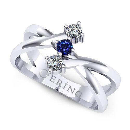 Inel de logodna realizat din aur alb, cu un safir si doua diamante :)