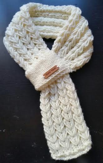 Este listado para la bufanda 1(one).  Tejer bufanda /neck calentador de la mano para niños o adultos  Hecho con hilo acrílico. La bufanda es muy linda caliente y agradable  Tamaño: longitud: 28- 30 (70 ~ 76 cm) ancho: 4   Lavado en frío, puesta a secar a mano.