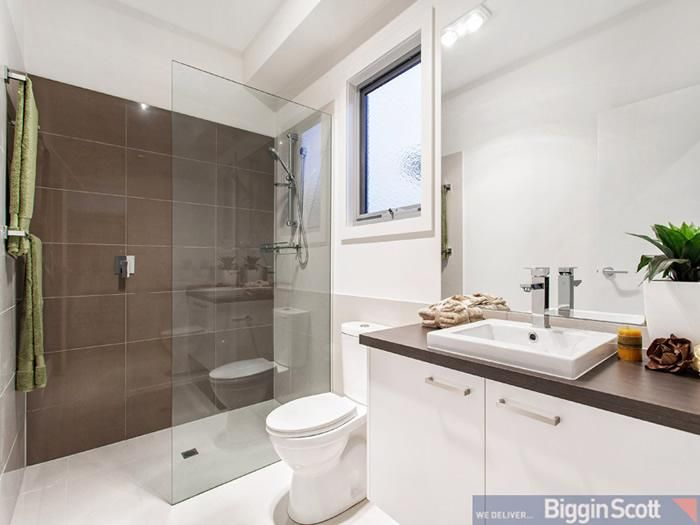 end shower with towel rail