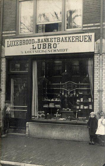 Gezicht 2 op de winkelpui van Winkel no. 5 van de 'Lubro Brood- en Banketbakkerijen v.h. Schmidt & Koetsier,  (A'damsestraatweg 168) te Utrecht.1919-1921