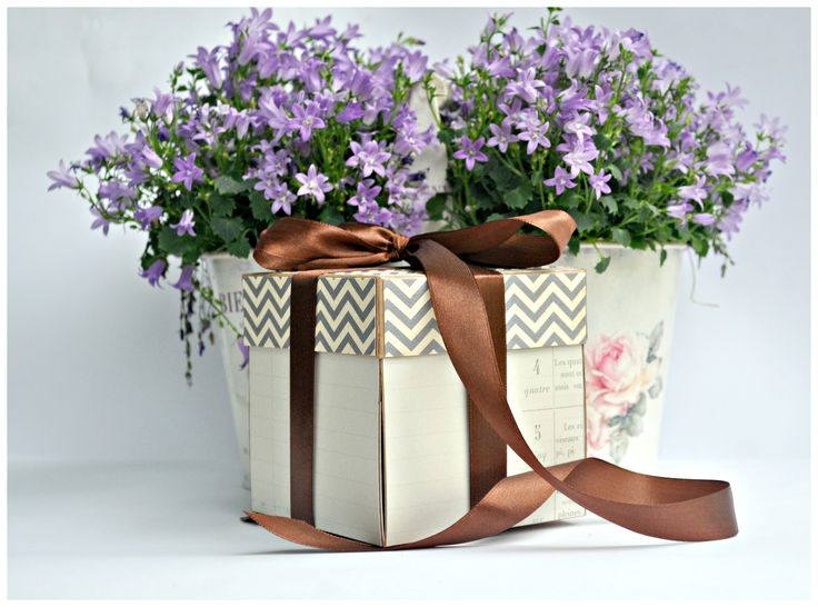 Kochani! Dzisiaj troszke pózniej niż zawsze 🙂 Mam dla Was pudełko 18 – nastkowe w bardzo neutralnych kolorach – beż i brąz. Pudełko powstało na gotowej bazie pudełkkowej (a taką wygode mamy :)), często korzystam z gotowych rozwiązań, ułatwia to...