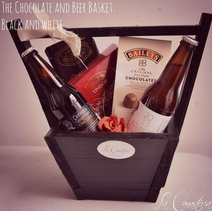 The Chocolate and Beer Basket es una de nuestras baskets favoritas para todo el año o bien para arcones navideños o regalos corporativos con una selección de cervezas artesanales de temporada deliciosas y chocolates surtidos en una canasta de diseño con acabado negro y acentos rojos. $650 Pesos (Precio incluye IVA) PARA VER TODO NUESTRO CATÁLOGO NAVIDEÑO HAZ CLICK AQUÍ