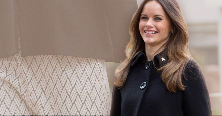 Auch bei ihrem jüngsten Auftritt trug Sofia von Schweden einen weiten Mantel, der ihre Körpermitte geschickt verbarg ...