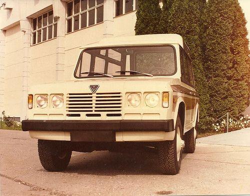 TV-320 J 4x4 mini-bus / TV Safari (Tudor Vladimirescu, ARO based)