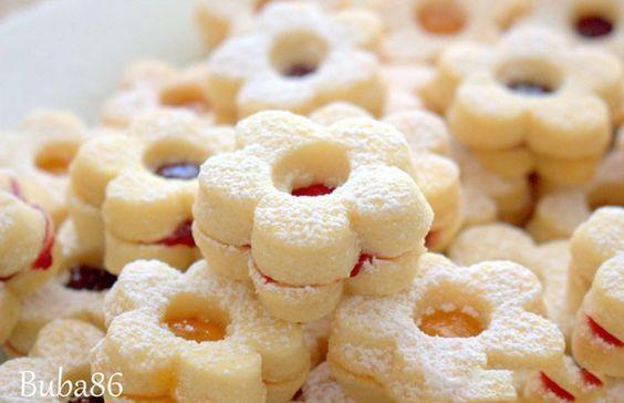 Vyzkoušela jsem už mnoho receptů na vanilkové pečivo, ale tento je TOP!: