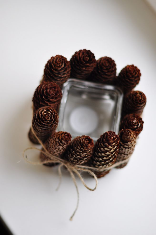 Pinecone votive holder: Candles Decor, Gifts Ideas, Cones Candles, Candles Holders, Pine Cones, Diy Gifts, Christmas Candles, Pinecone Candles, Diy Christmas