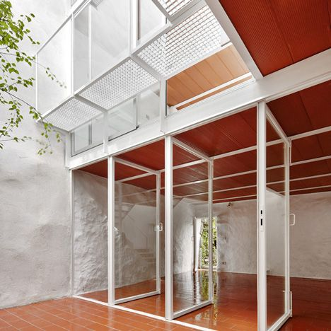 """14 """"radical"""" buildings from Spain's post-economic crisis architectural revival: Casa Luz by Arquitectura-G"""