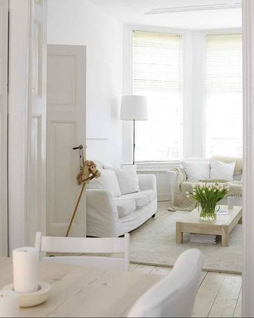 crispy white interiors: very Scandinavian space