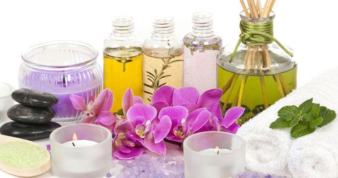 A narancsbőrtől sokféle módon próbálunk megszabadulni. Diétázunk, tornázunk, kozmetikumokat használunk. De próbáltátok már az aromaterápiás olajokat?
