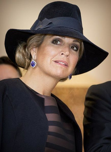 ♥•✿•QueenMaxima•✿•♥...King Willem-Alexander and Queen Maxima opened Mapping Australia exhibition at the Aboriginal Art Museum