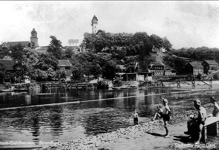 Blick auf das Dahlhauser Ruhrufer mit Flussbadeanstalt (schätzungsweise 1930er Jahre)