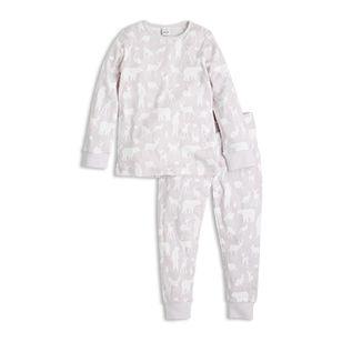 Et fint pyjamassett i duse farger og med skogens ville dyr i mønsteret.