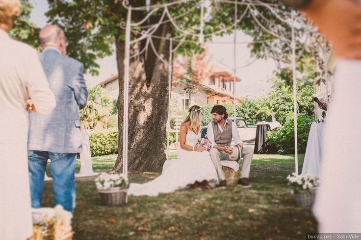Los matrimonios civiles son los más celebrados y cada vez hay más novios que buscan hacer especial y suya la ceremonia de su boda. Si sois de estos últimos, os contamos cómo preparar un guión diferente para vuestro enlace.