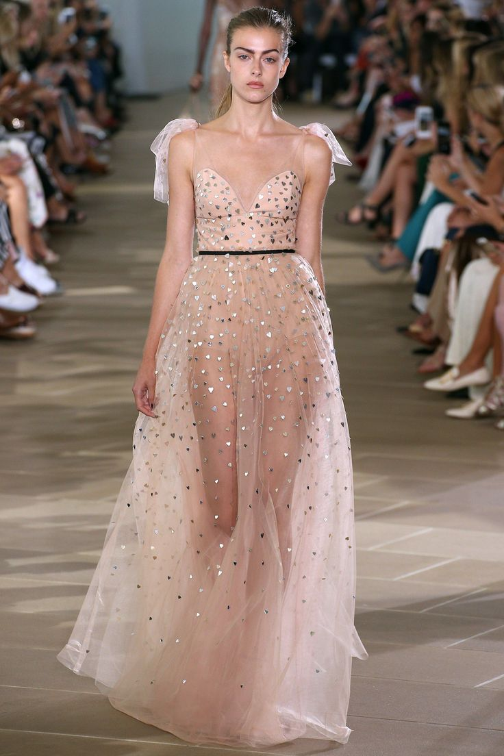 Monique Lhuillier Spring 2017 Ready-to-Wear Fashion Show