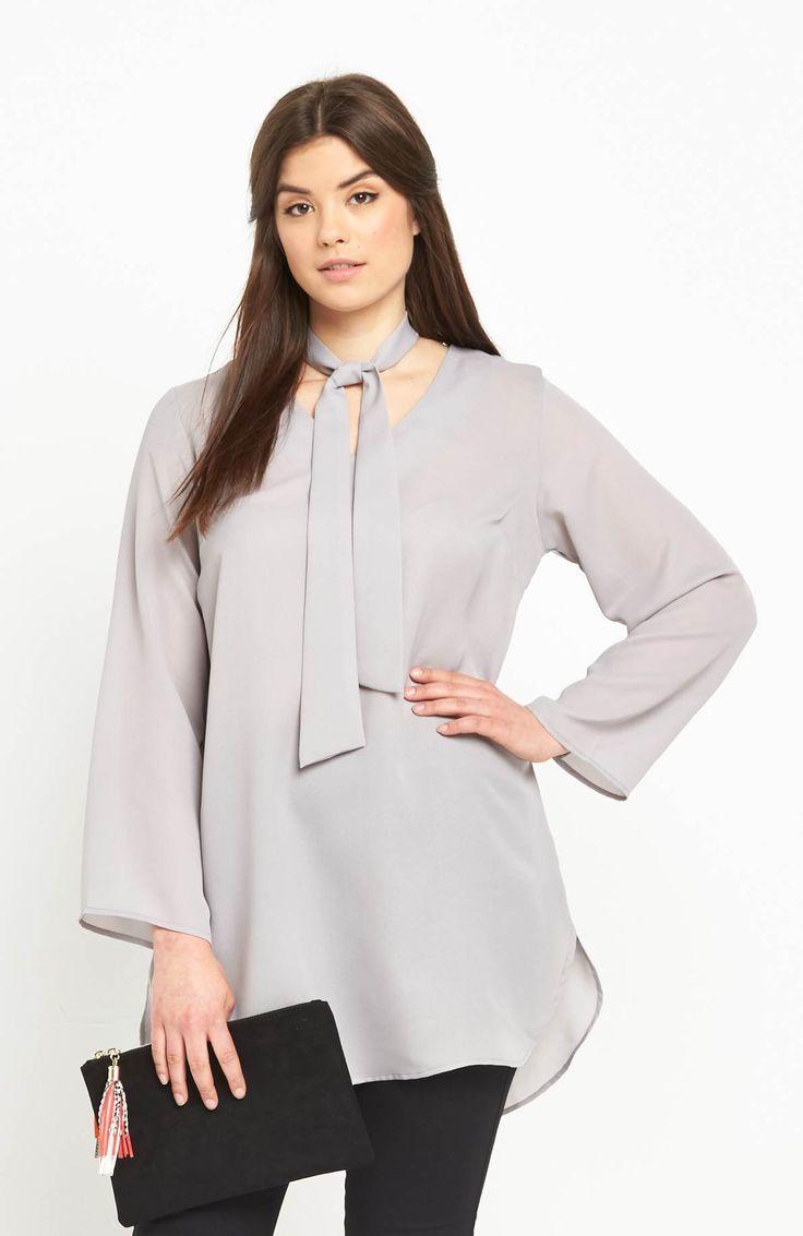 Bluzka z modnym wiązaniem pod szyją marki AX Paris Curve, 269 zł na http://www.halens.pl/moda-damska-na-gore-bluzki-caa-kolekcja-17978/bluzka-576528?imageId=406244&variantId=576528-0006