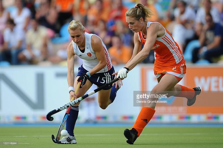 Alex Danson (L) of England is challenged by Willemijn Bos (R) of Netherlands during the Women's Eurohockey 2011 semi final match between Netherlands and England at Warsteiner HockeyPark on August 25, 2011 in Moenchengladbach, Germany.