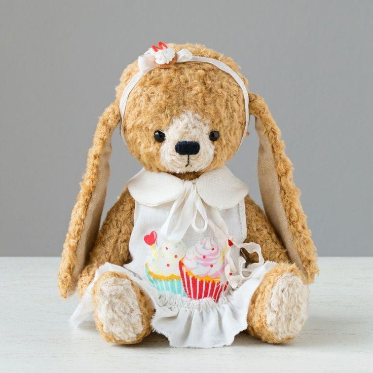 Candy Capcake by Marina Dorogush Material: Viscose Size: 20 cm Filling: Fiberfill, Wood shavings, steel pellets Eyes: Solid black glass Edition: One of a kind #art#artist#ooak#vintage #vintagestyle #teddy #bunny #bear#teddybear # artteddybears #marinadorogush