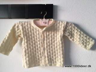 29bba829902 Små strikkede trøjer er et must, og der ud over et overkommeligt projet. Her