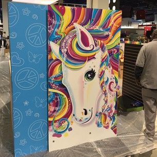 This is the biggest God damn trapper keeper I've ever seen. #lisafrank #trapperkeeper por: sswwwaaann