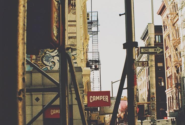 Photo Simon Gaviria - Minolta XD11 #nyc #newyork #graffiti #soho