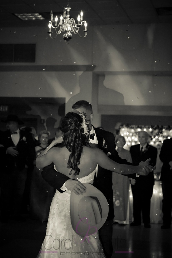 Wedding photography, sparkling lights, first dance